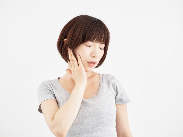 顎が痛い女性の画像